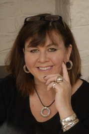 Jo Thomas Author pic